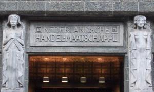 Joseph Mendes da Costa - beelden bij de ingang van gebouw De Bazel