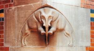 Lambertus Zijl, sculptuur van olifanten in hoeksteen Beurs van Berlage