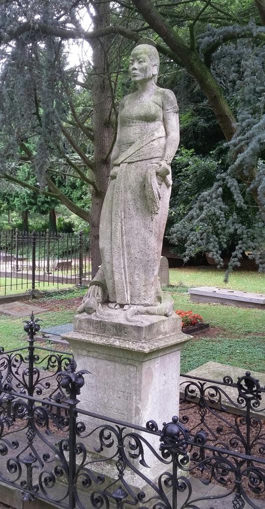 Insulinde-beeld op begraafplaats De Essenhof in Dordrecht, Joseph Mendes da Costa (foto: S. van de Peppel)