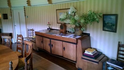Amsterdamse School buffetkast in landhuis 't Reigersnest in Oostvoorne