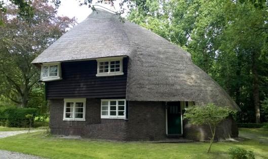 Dienstwoning bij landhuis 't Reigersnest in Oostvoorne bouwstijl Amsterdamse School architecten Vorkink en Wormser