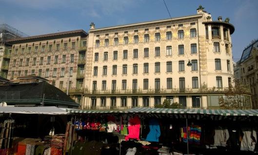 Majolica_en_Wagner_Haus_Wenen_vanaf_Naschmarkt