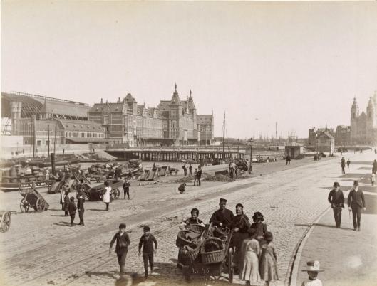 Prins Hendrikkade, Centraal Station Fotograaf onbekend, circa 1888 Collectie Stadsarchief Amsterdam